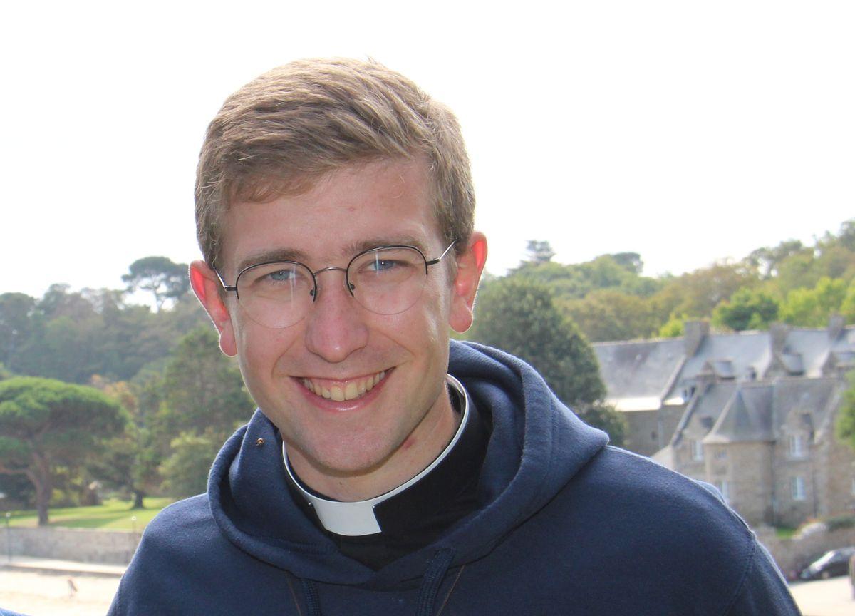 Père Hubert de Charnacé page prêtres